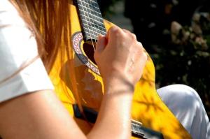guitar-girl-2-1535216