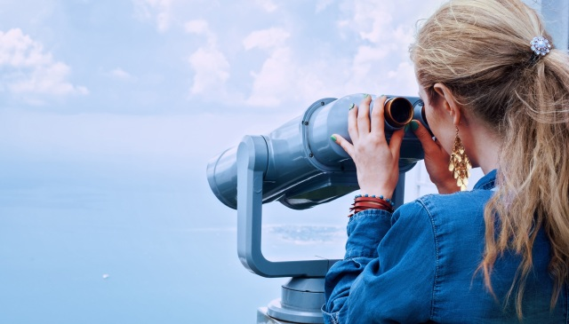 girl-sea-binoculars-